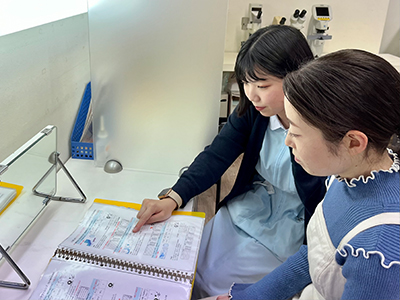 Choose contact lenses with the staff.
